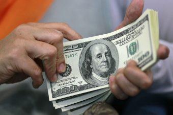 الدولار يستقر عند أدنى مستوى له في 5 أشهر